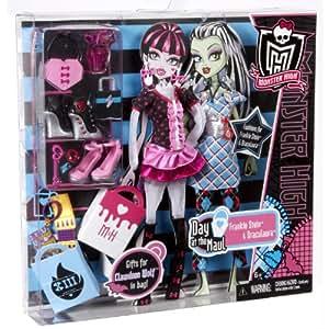 "Monster High ""Day at the Maul"" Frankie Stien and Draculaura vêtements de poupée"
