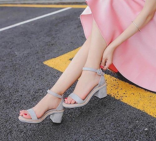 Raute mit dem Wort mit hochhackigen Sandalen Sommer Sandalen light gray