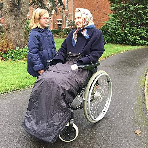 61EVL5IyzdL - BundleBean - Cosy - Saco impermeable para sillas de ruedas - Para adultos - Con forro polar - Universal Fácil de ajustar. Viene en una bolsa compacta para guardarlo cómodamente - Negro