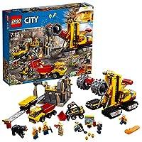 Recati alla miniera di LEGO® City per estrarre le pepite d'oro!Prendi il tuo casco e recati al sito delle macchine da miniera LEGO® City per fare nuove scoperte! Questo fantastico giocattolo per i bambini contiene una grande spianatrice/frantumatrice...