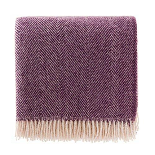 URBANARA 140x220 cm Wolldecke 'Salantai' Pflaume/Creme - 100% Reine skandinavische Wolle - Ideal als Überwurf, Plaid oder Kuscheldecke für Sofa und Bett - Warme Decke aus Schurwolle mit Fransen -