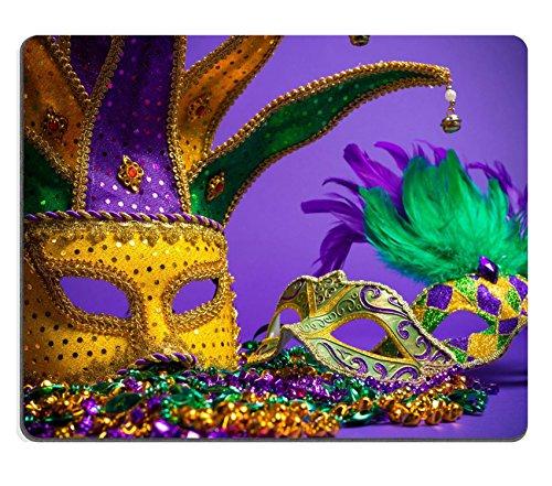 pad Bild-ID: 25892086Festliche Gruppierung der Mardi Gras venezianischen oder Karneval Maske auf einem lila Hintergrund ()