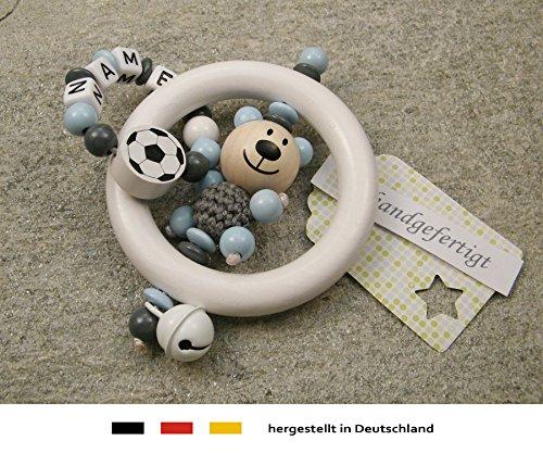 Baby Greifling Rassel Beißring mit Namen | individuelles Holz Lernspielzeug als Geschenk zur Geburt & Taufe | Jungen Motiv Bär und Fussball in grau