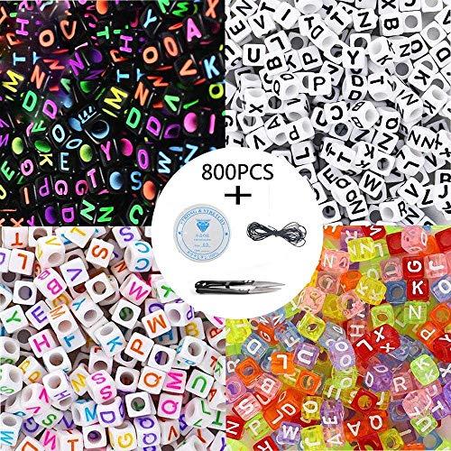 Langtor 800 Stücke 4 Farbe Acryl Alphabet Buchstaben Perlen A-Z Cube Perlen mit 1 Fadenabschneider 1 Schwarze Schnur und 1 Seidenfaden für Schmuck Machen Kinder DIY Halskette Armband (6mm) (Muttertag-projekte Für Kinder)