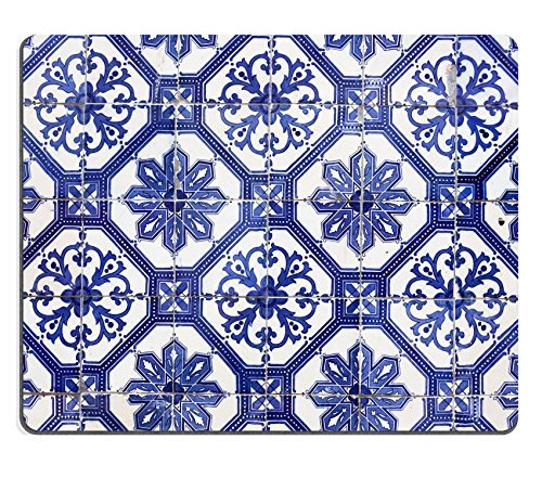 luxlady-mousepads-detail-of-the-traditional-tiles-azulejos-from-facade-of-old-house-lisbon-portugal-