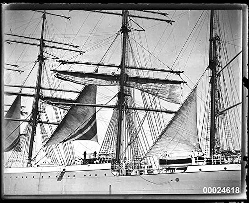 poster-magdalene-vinnen-setting-sails-march-1933-four-masted-steel-barque-was-built-in-1921-kiel-ger