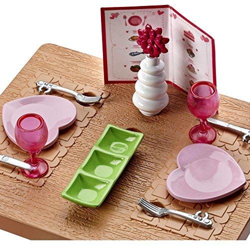 Barbie - Mobili Arredamento - Tavolo e Sedie con gli Accessori