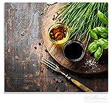 Wallario Herdabdeckplatte / Spitzschutz aus Glas, 1-teilig, 60x52cm, für Ceran- und Induktionsherde, Kräuter (Basilikum, Schnittlauch), Öle und Gewürze auf Holzbrett in der Küche