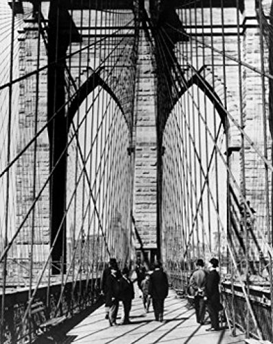 Group of People Walking on a Suspension Bridge Brooklyn Bridge New York City New York USA c. 1883 Poster Drucken (20,32 x 25,40 cm) - Brooklyn Bridge, Suspension Bridge