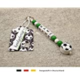 NAMENSANHÄNGER – Anhänger mit Namen   Baby Kinder Schlüsselanhänger für Wickeltasche, Kindergartentasche, Schultasche oder Rucksack mit Schlüsselring   Motiv Fussball in Vereinsfarben - grün, weiß