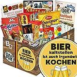 Bier kalt stellen ist auch irgendwie kochen | DDR Geschenkbox | mit Viba Nougat Stange, Puffreis Schokolade, Kalter Hund Blister uvm | INKL Aufkleber - Bier kalt stellen ist auch irgendwie kochen