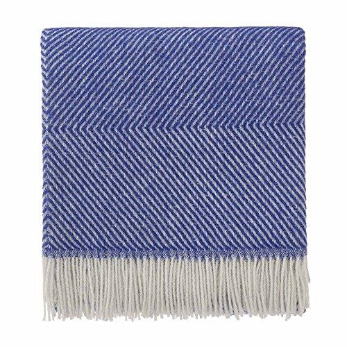 URBANARA 140x220 cm Wolldecke 'Gotland' Ultramarineblau/Creme — 100% reine skandinavische Wolle — Ideal als Überwurf, Plaid oder Kuscheldecke für Sofa und Bett — Warme Decke aus Schurwolle mit Fransen
