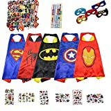 Funkid Ultimate supereroe Cape kit – 5 x Mantelle supereroe e maschere, 5 x Glow bracciali, 6 x Superhero Water Tattoo Cards, 6 x colore supereroe penne, 50 x PVC (decorazione della parete) supereroe adesivi