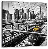 Gelbes Taxi in New York auf Brücke, Format: 60x60 auf Leinwand, XXL riesige Bilder fertig gerahmt mit Keilrahmen, Kunstdruck auf Wandbild mit Rahmen, günstiger als Gemälde oder Ölbild, kein Poster oder Plakat