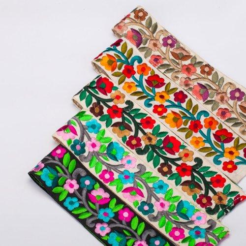 Neotrims indischen bestickt Sari Band Schneiden oder Salwar kameeze Grenze. florale Stickerei Design. Ein Original Design nur erhältlich zu Neotrims als Teil unserer spezielle Besätze Collection für Schneidern oder Innenausstattung. 5,5cm tief in 6schöne Farbe Optionen. Verkauft von der Meter oder eine komplette Spule Länge von 9Meter., Polyester, Black with Pink & Blue, 1 Meter (Salwar Baumwolle Braun)