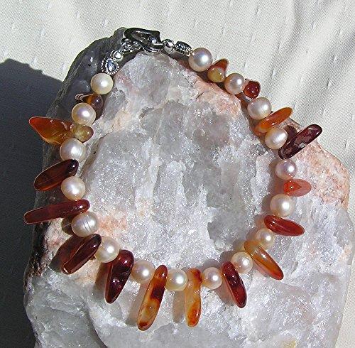 carnelian-and-apricot-freshwater-pearl-gemstone-bracelet-amber-flush