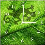 Wallario Glas-Uhr Echtglas Wanduhr Motivuhr • in Premium-Qualität • Größe: 30x30cm • Motiv: Gecko Schatten auf grünem Blatt - Umriss