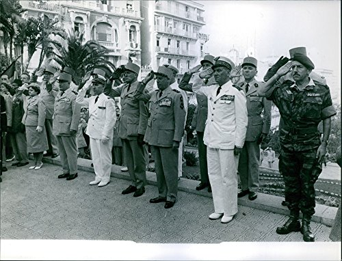 vintage-photo-of-raoul-salan-making-a-salute
