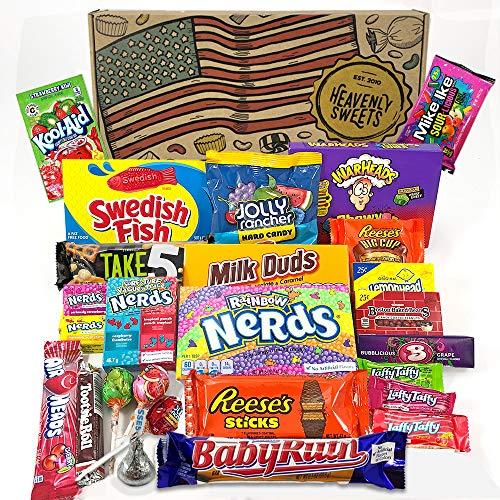 dy Geschenkkorb | Retro Süßigkeiten und Schokolade Geschenkkorb | Auswahl beinhaltet Reeses, Nerds, Hershey, Kool-Aid | 26 Produkte in einer tollen retro Geschenkebox ()