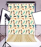 YongFoto 1,5x2,2m Vinile Sfondo Fotografico Cartone animato Capelli forbici Asciugatrice Mache Stripe Wood Floor Fondale Foto Festa Bambini Boby Nozze Adulto Partito Studio Fotografico Puntelli