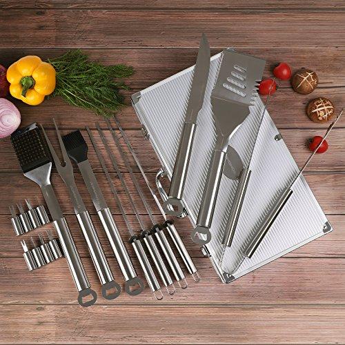 61JGMqqfF6L - SONGMICS Grillbesteck Set aus Edelstahl mit Ersatzteile 18 teilig Maishalter zum Grillen Zubehör mit Alukoffer GBT18SV