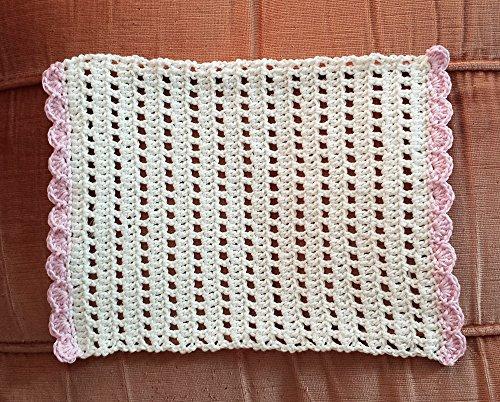 napperon-creme-et-rose-rectangulaire-au-crochet