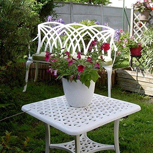 Lazy Susan – SANDRA Quadratischer Kaffeetisch mit 1 APRIL Gartenbank und 2 APRIL Stühlen – Gartenmöbel Set aus Metall, Weiß (Beige Kissen) - 5