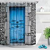 Muro de hormigón con puerta de madera azul Cortina de ducha de ducha de decoración de baño de...