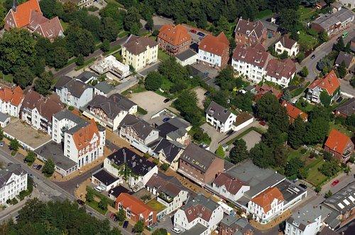 MF Matthias Friedel - Luftbildfotografie Luftbild von Friedrichsorter Straße in Pries (Kiel), aufgenommen am 19.08.05 um 14:00 Uhr, Bildnummer: 3551-03, Auflösung: 4288x2848px = 12MP - Fotoabzug 50x75cm