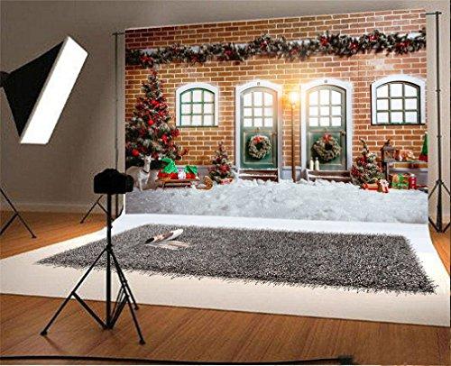 YongFoto 3x2m Foto Hintergrund Weihnachten Vinyl Haus aus rotem Backstein Tür Weihnachtsdekoration Bäume Ornamente Girlande Starker Schneefall Fotografie Hintergrund Foto Leinwand Kinder Fotostudio