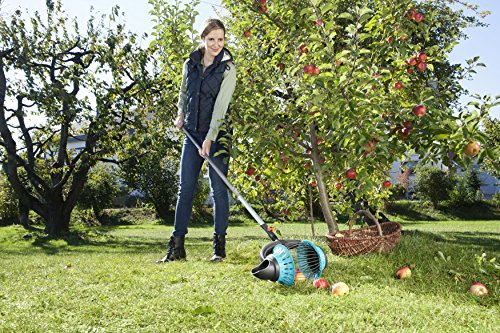 GARDENA combisystem-Rollsammler: Der Obstsammler für das Aufsammeln ohne Bücken, für Früchte von ca. 4 bis 9 cm, komfortable Entleerung, kompatibel mit GARDENA combisystem-Stielen (3108-20)