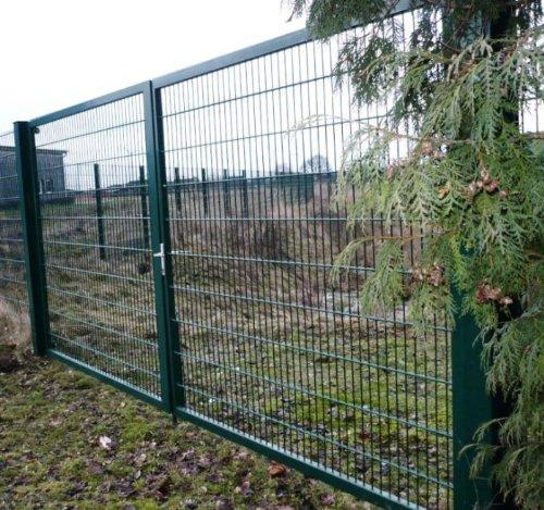 Hochwertiges, 2-flügeliges Industrietor / Einbau-Breite: 5m - Einbau-Höhe: 2m - Rahmen: 60 x 30mm / Rahmen grün beschichtet / Doppeltor Gartentor