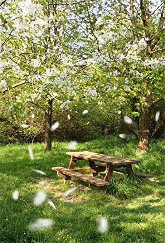 YongFoto 1x1,5m Vinyl Foto Hintergrund Frühling Landschaft Obstgarten Weiße Blume Holztisch Garten Grünes Gras Natur Fotografie Hintergrund für Fotoshooting Portraitfotos Party Kinder Hochzeit Fotostudio Requisiten