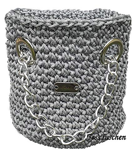 Damen Handtasche Gehäkelte Beuteltasche Silber metallic Umhängetasche mit einer massiven silberfarbener Kette und große Ösen Medium Eimertasche Exklusive Design
