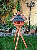 Vogelhaus, Vogelhaus mit Ständer, behandelt Futterhaus mit GRÜN moosgrün + GRAU, Dach Bitumen Schindel mit Futterschacht zum Nachfüllen, + 3 Gauben als Fettspender + Ständer