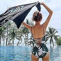 La jeune fille rassemble les bretelles verte V-Twin Hot spring maillot de bain femme
