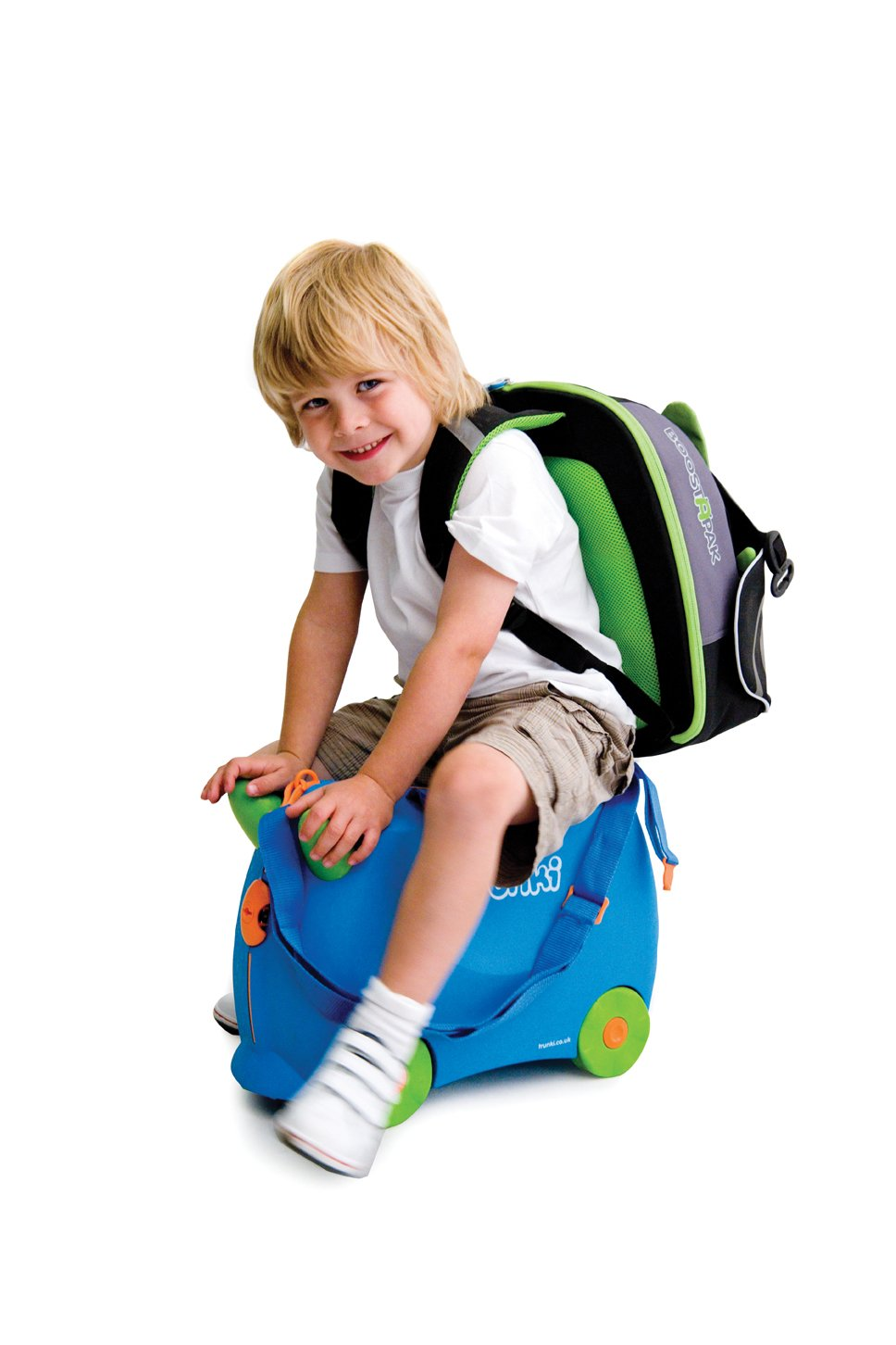 Trunki BoostApak - Travel Backpack & Child Car Booster Seat for Group 2-3 (Green)  QUICKLY TRANSFORMS – Kid's bag to portable booster cushion in seconds (featuring internal hard shell and fold out seatbelt guides) AVOID HIRE CHARGES - On fly drive holidays! Can also be used as dining, cinema or stadium booster to see the action HAND LUGGAGE - 8-litre capacity for packing toys/games/stationary keeping children entertained on the go 11