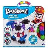 Creare, crea e torna a creare con Bunchems! Crea figure in 3D! Acquista questo completissimo pack di creazione del giocattolo di moda, gli Bunchems. Include accessori come occhi, bocche, ali, occhiali, e molto più. Tutto questo per creare i personagg...