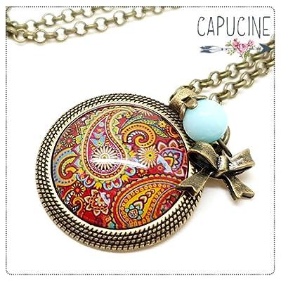 Sautoir Illustré Motif Cachemire Rouge et Jaune en Métal Bronze avec Cabochon en Verre, Breloque et Perle en Jade
