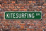 Stree Deko Schilder Kitesurfing Schild Kitesurfen Fan Geschenk Extreme Wasser Sport Windsurfen Metall Wandschild Funny