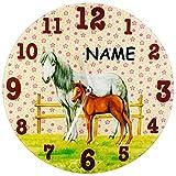 """Wanduhr - """" Pferde - Schimmel & Fohlen """" - inkl. Name - 30 cm groß - sehr leise ! - Uhr - Analog - edles Glas - Wohnzimmer & Kinderzimmer - schleichende Sekunde / schleichender Zeiger - Lernuhr - Kinder - Kinderuhr - für Jungen Mädchen - Glasuhr - Pferdeuhr - Tiere / Tier - Stute Bauernhof - Pferdemotiv - Pferd / Kinderwanduhr - Quarzuhr"""
