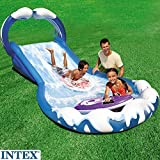 INTEX Wasserrutsche XXL, 2 aufblasbare Surfbretter, eingebaute Sprühdüsen: Planschbecken Pool Wasserspaß Badespaß Rutsche Wellenreiter