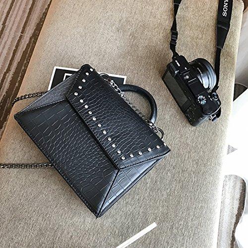 Weibliche Nieten Flip Kleine Quadratisches Paket Art und Weise Einfache Schulter Messenger Bag Schwarz