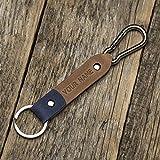 Nous vous présentons notre mise à niveau du porte-clés personnalisable en cuir unique fob: la version double cuir! Similaire à notre porte-clés en cuir de couleur unique, ce cadeau personnalisé est fait de cuir authentique, de rivets durables et d'u...