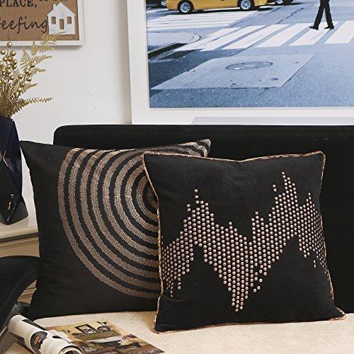 Valery Madelyn Luxuriös Gold Schwarz Weihnachten Kissenbezüge Dekorative Leinwand und Samt Kissenbezüge mit Stickerei und Nagelkopf Design (2er Set, 45x45cm)