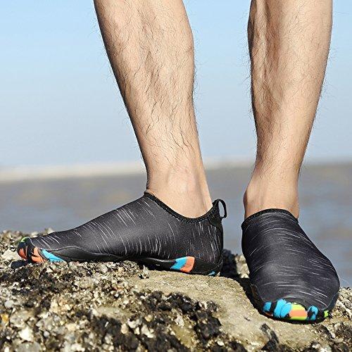JACKSHIBO Uomo Flessibile Aqua Scarpe Asciugatura rapida Water Skin Calzini Scarpe per Spiaggia Nuoto Surf Yoga Nero