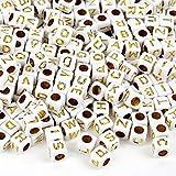 MichaLeo Buchstabenperlen zum auffädeln und Schmuckherstellung - 500 Premium Acryl 6 mm große Würfel Perlen mit Buchstaben in Gold und 3,5mm Lochung geeignet auch für Paracord Schnur