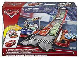Disney DVF38 Cars Transforming Lightning McQueen Playset