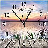 Wallario Glas-Uhr Echtglas Wanduhr Motivuhr • in Premium-Qualität • Größe: 30x30cm • Motiv: Seepanorama mit Schilf und fliegenden Vögeln