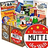 Beste MUTTIS Geschenkbox Ostprodukte Spezialitätenpaket aus der DDR +++ Ostbox mit Ossi - Spezialitäten +++ Geschenk für Papa +++ DDR Geschenk +++ bekannte DDR Produkte +++ Brausepulver 2 Einzeltüten, Gezuckerte Kondensmilch, Gurken Snack Get One aus dem Spreewald und viele weitere Kultprodukte aus dem Osten +++ Ostpakete DDR Waren DDR Geschenke für Frauen DDR Produkte Präsentkorb DDR Box Ost DDR für Ostalgiker Beste Mutter